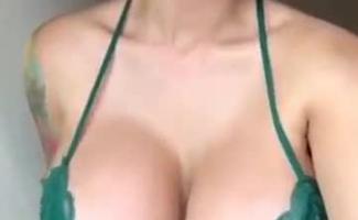 Se Masturbando De Vestido