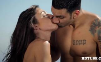Ótima Aparência, Loira MILF Com Tatuagens Cocksakuraines Bod Está Oferecendo Sua Insaciável Buceta Molhada De Graça