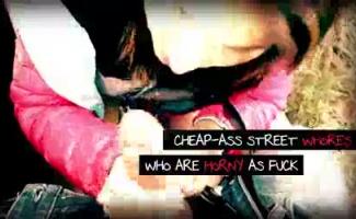 Prostituta De Rua Fazendo Cabelo Em Público