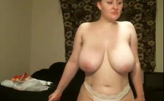 Hotwife Com Big Breastssitting Em Fita Armada Com Seu Parceiro De Hotel