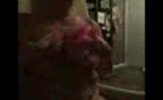 Vídeo Mulher Tomando Banho