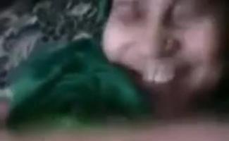 Mulher Cagando No Pau Do Homem