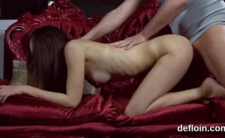 Mulheres Tirando A Virgindade