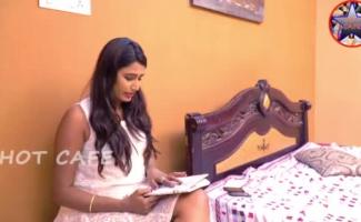Swathi Naidu Incondicional Beijando Um Cara De Empréstimo Em Esforço Para Limpar Empréstimo
