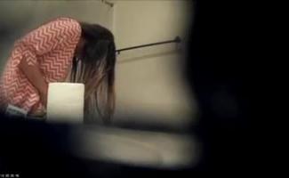 Vídeo De Espionagem De áudio Que Você Desliza Sobre O Joelho