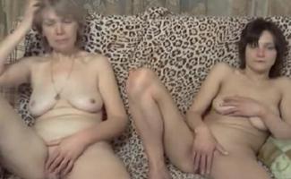 Assistindo Filme Pornô Proibido - Os Sacanas Filminho Completo