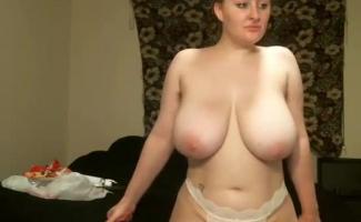 Loira Milf Com Seios Grandes, Cherry Avril Gosta De Fazer Sexo Com Dois Caras Ao Mesmo Tempo