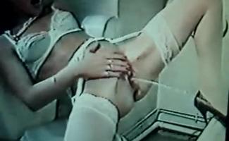 Mulheres Cagando Nas Calças