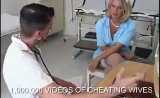 Sexy Jovem Médico Masturbando Escravo Sexual Do Escritório