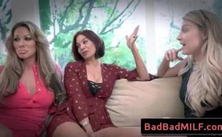 Neela Skye E Sua Morena Bestie Coco Cherrie Estão Dedilhando Seus Bichanos E Aproveitando Muito