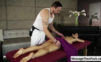 Namorada Pornstar Gina Gerson's Sexy Corpo é Barbeado