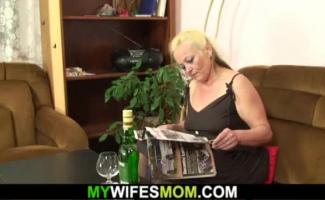 Encoxando A Mãe Na Cozinha