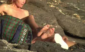 Beach Sex Video Loira Loira Perfeito Corpo Dormindo Belezas Espalhando Redondo Bunda Rodada & Spreads Buceta Peluda Jogo Aberto Rubbing Buck!