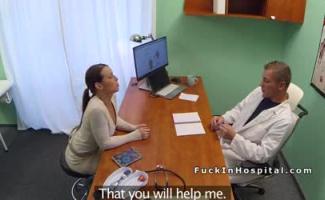 Medico Transando Com Paciente