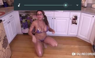 Holed Sexy Milf Abella Perigo Envia Seu Geekpussy Segredo Para Todos Que Gostam De Uma Bunda Explícita Comendo Surpresa!