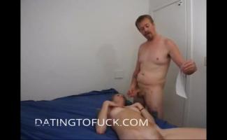 Práticas Maduras Do Homem Malhando Bons