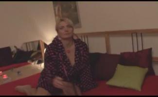 Euro MILF Angelika Recebe Suas Sessões Bunda Doce Por Stepdad