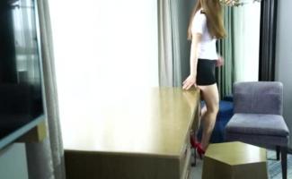 Um Fotógrafo Fetiche Leva Um Aperto Em Dois Modelos Lésbicos Com Tesão