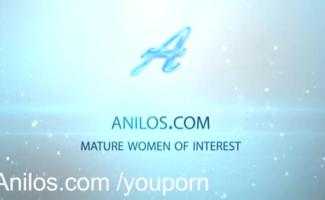 Vagabunda Uniformizada E Suja Fica Satisfeita Nas Escadas Em Um Hub Porno