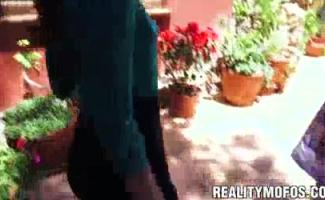Sexy Riley Balançando Em Pau Duro Em Threeway