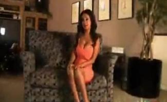 Priya Está Fazendo Sexo Com Seus Melhores Amigos, No Meio Do Dia