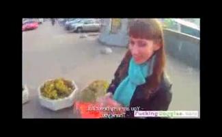 Morena Russa Com Peitos Grandes, Lina Está Gentilmente Trabalhando Em Sua Buceta Peluda Com Um Pênis Enorme