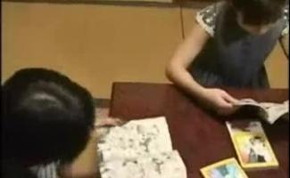 Aluno Japonês Pigtailed Está Recebendo Sua Buceta Peluda Recheada Com Uma Vara De Carne Duro Rock
