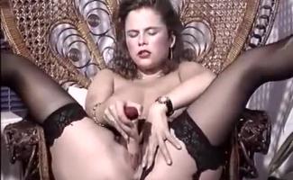 Gina Está Tendo Sexo Casual Com O Amigo De Seu Pai, Enquanto O Namorado Dela Está Fora Da Cidade.